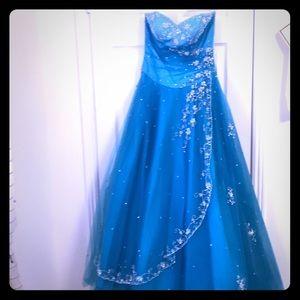 Beautiful prom dress, very full lots of beading